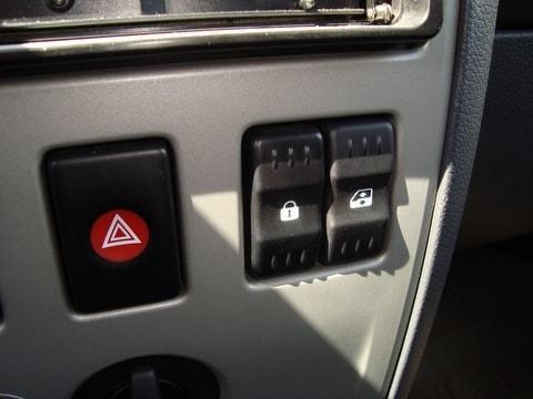 установка кнопки стеклоподъемника