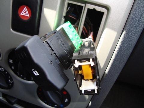 подключение корпуса кнопки стеклоподъемника и проверка работостпособности